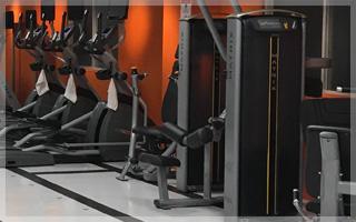 ウェイトスタック式マシン(筋力トレーニング)